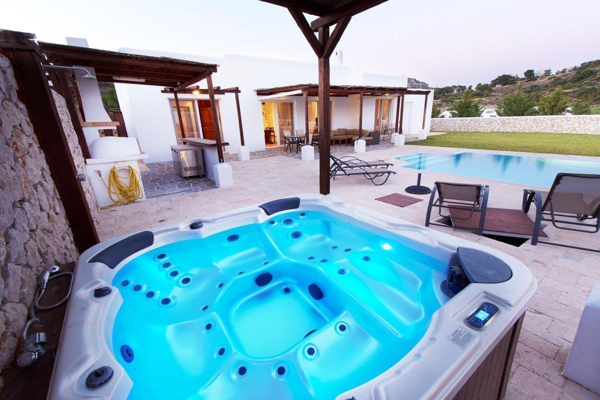 Villa Aglaia luxury pool & outdoor Jacuzzi Ladiko