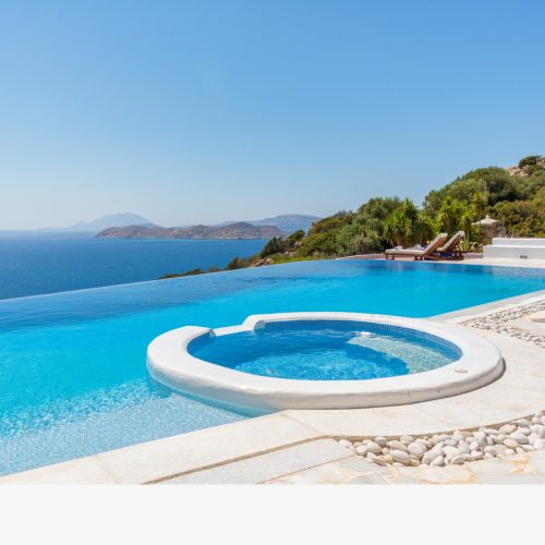 Celebrity villa 'Los Olivos' infinity pool view